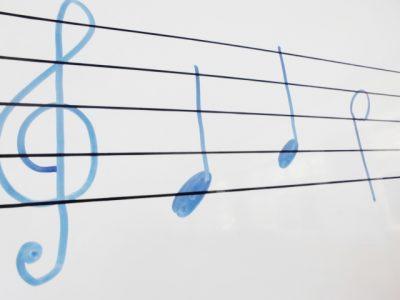 楽譜が読めないとギターは弾けないのか?